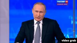 Ресей президенті Владимир Путин тікелей эфирде. Мәскеу, 14 сәуір 2016 жыл.