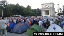 """În """"Orășelul demnității"""", după o zi de proteste"""