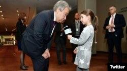 الوئیز لژون در حال مصاحبه با آنتونیو گوترش