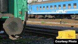 Согласно данным проведенной экспертизы, на участке железнодорожного полотна сработало взрывное устройство мощностью около килограмма в тротиловом эквиваленте