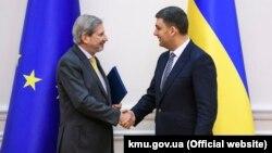 Єврокомісар Йоханнес Ган і прем'єр-міністр України Володимир Гройсман