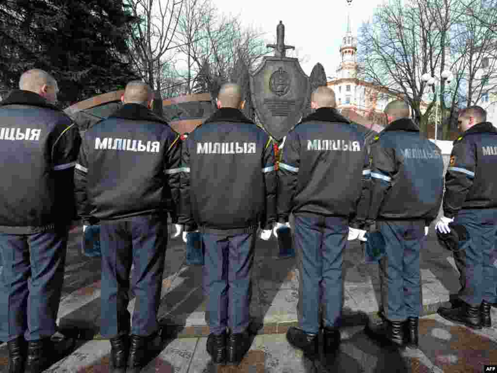 Belarusian police pay their respects at a monument in Minsk dedicated to officers killed in the line of duty. - Photo by Viktor Drachev for AFP