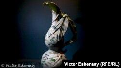 Vaza Libelulă în colecțoa F.W. Neess la Muzeul din Wiesbaden