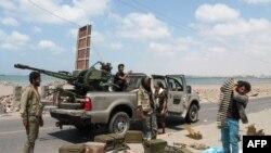 جنگجویان هوادار عبدربه منصور هادی، رییس جمهوری مورد تایید سازمان ملل، که با حوثیهای مورد حمایت ایران میجنگند.