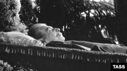 Иосиф Сталин в гробу. 9 марта 1953. Фото Василия Егорова