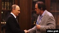 Президент России Владимир Путин и режиссер Оливер Стоун.