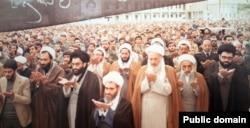 احمد آذری قمی (سوم از راست) در کنار احمد جنتی و علی مشکینی در نماز جمعه