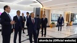 Первый президент Нурсултан Назарбаев в офисе партии «Нур Отан». Нур-Султан, 10 апреля 2019 года.