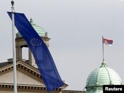 Zastave EU i Srbije na zgradi Skupštine Srbije, 2. mart 2012.