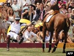 Принцу Гарри не привыкать к трудностям. Три года назад он упал с лошади при игре в поло. Матч был благотворительным