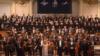 Dirijorul și pianistul Justus Franz cu orchestra sa Filarmonica Națiunilor