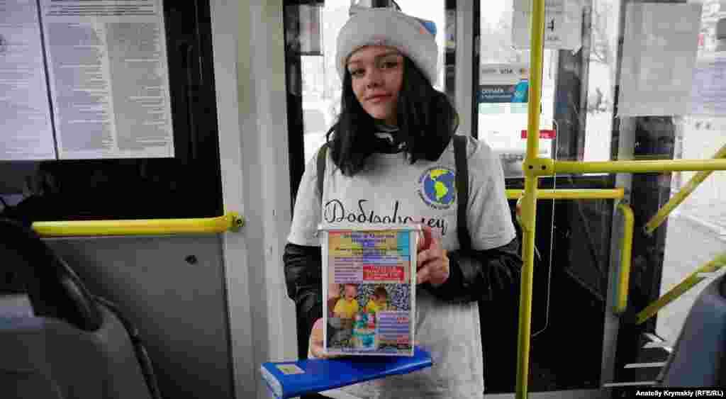 Волонтер собирает в общественном транспорте деньги на лечение симферопольских детей