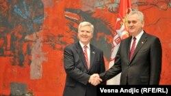 Ambasadori amerikan, Kyle Randolph Scott, dhe presidenti serb, Tomisllav Nikolliq