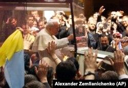 Папа Римський Іван Павло Другий під час візиту до України. Київ, 23 червня 2001 року