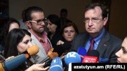 ԱՄՆ դեսպան Ռիչարդ Միլզը զրուցում է լրագրողների հետ, Երևան, 18-ը մայիսի, 2016 թ․