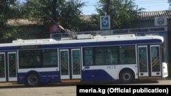 Бишкектин көчөсүндөгү троллейбус.