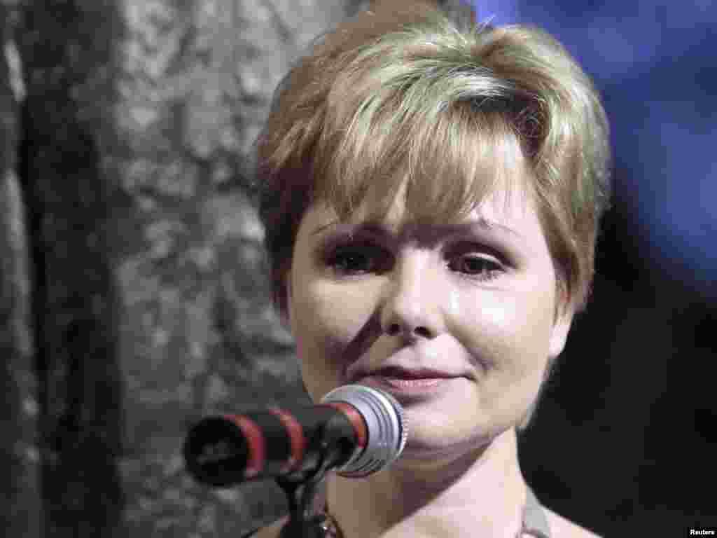 Россия: Дочь первого космонавта Елена Гагаринав выступает на торжестве, посвященном подвигу своего отца. Москва