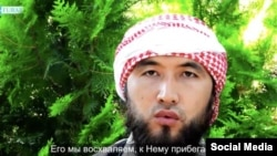 In a new propaganda video an IS militant speaks in unaccented Kyrgyz with a subtitled translation of his words in Russian.
