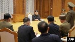 کیم جونگاون، رهبر کره شمالی، در جلسه کمیسیون ارشد نظامی حزب حاکم آن کشور