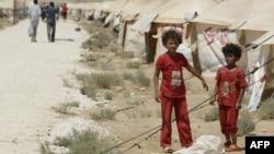 İordaniya qaçqın düşərgəsində suriyadan olan qızlar