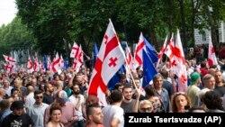Gürcüstan parlamentinin qarşısı, 8 iyul, 2019-cu il