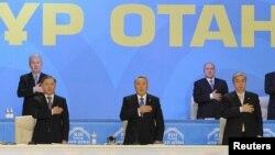 """""""Нұр Отан"""" партиясының сиезі Қазақстан гимнімен ашылды. Астана, 11 ақпан 2011 жыл."""