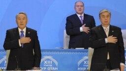 "Президент Казахстана Нурсултан Назарбаев на съезде партии ""Нур Отан"". Рядом с ним справа - Касым-Жомарт Токаев, председатель сената парламента. Астана, 11 февраля 2011 года."