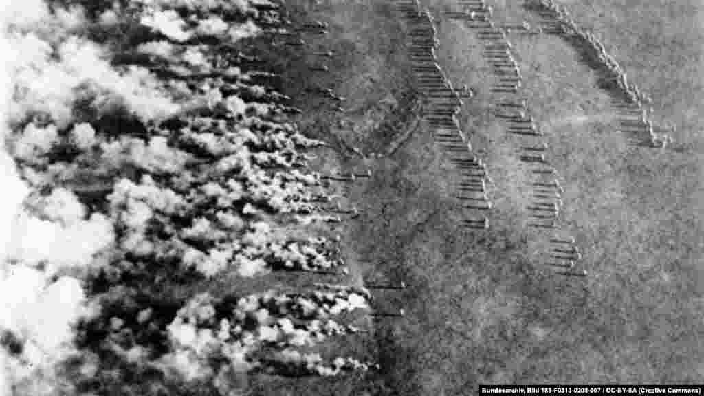 Момент газовой атаки, предпринятой германской армией. Фото сделано с русского самолета в 1916 году.