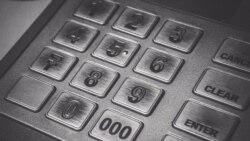 Türkmenistanda pensiýalar, kömek pullary bank kartlaryna geçiriler