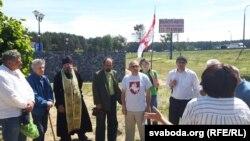 Уздельнікі пратэсту каля рэстарацыі «Поедем поедим» 12 чэрвеня