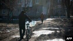 Местные жители в Донецке. 17 февраля 2015 года