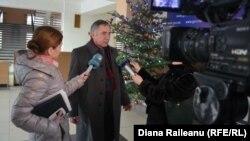 Directorul Ion Ioncev intervievat în Liceul său de la Tiraspol