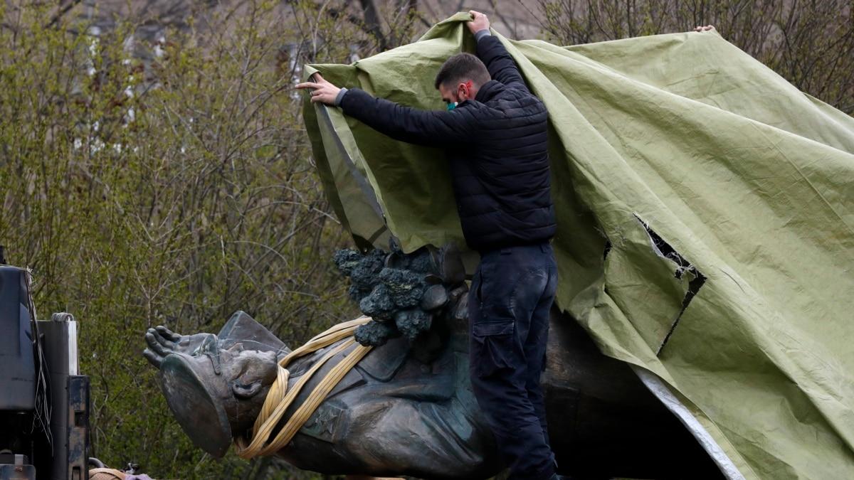 В России пикетировали консульство Чехии через памятник Коневу