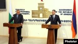 Армения - Совместная пресс-конференция премьер-министров Армении и Болгарии - Тиграна Саргсяна и Бойко Борисова (слева), Ереван, 3 апреля 2012 г.