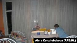 Ұйқыға жатқан әйелдер. Алматы, 7 шілде 2016 жыл.