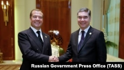 Turkmen President Gurbanguly Berdymukhammedov (right) meets with Russian Prime Minister Dmitry Medvedev in Turkmenbashi on August 12.