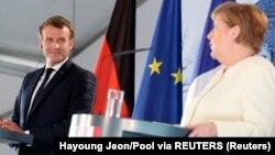Pamje nga konferenca për media mes kancelares Merkel dhe presidentit Macron.