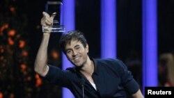Знаменитый испанский певец Энрике Иглесиас.