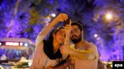 İranlılar nüvə sazişini bayram edir