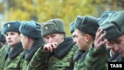 Ежегодно в российской армии в мирное время гибнет около 3 тысяч солдат