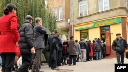 Ukrainians line up to buy paper masks at a pharmacy in Lviv.