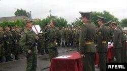 Большинство экспертов сходятся во мнении: российская армия не сможет отказаться от призыва