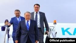 Президент Казахстану Нурсултан Назарбаєв прибув у Бішкек для участі у саміті ШОС, 12 вересня 2013