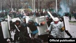 2010-жыл, 7-апрелдеги окуядан бир көрүнүш. Бишкек.