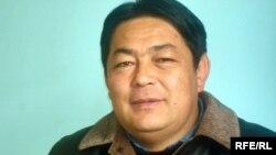 Кенжебек Зарқұмұлы, Шыңжаңдағы Ақсай ауданының Әдеби-көркемөнер бірлестігі басшысының орынбасары, редактор. Алматы, 25 ақпан 2009 ж.