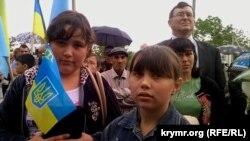 Крымские татары на акции памяти жертв депортации 1944 года. Украина, Новоалексеевка, 18 мая 2015 года.