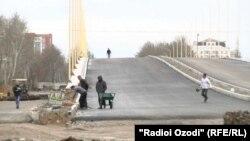 Эстакада дар гардиши маҳаллаи 82-юми Душанбе дар марҳилаи анҷомёбист.