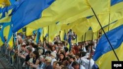 На урочистостях із нагоди Дня державного прапора, Софійська площа, Київ, 23 серпня 2016 року