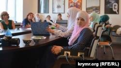 Активистка объединения «Крымская солидарность» Гульсум Алиева