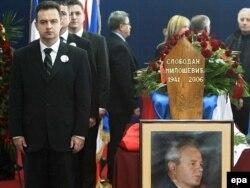 Ivica Dačić uz kovčeg sa telom Slobodana Miloševića, 2006.